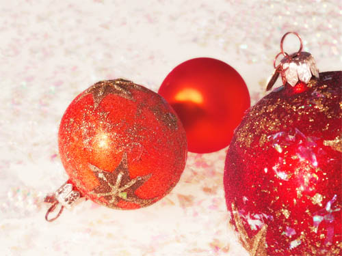 Wallpaper-christmas-ornaments-red-2 in Beautiful Christmas Pictures and Creative Christmas Designs