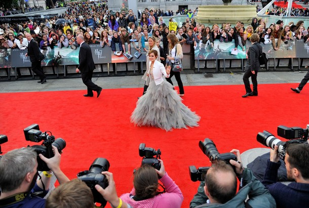 The glory global premiere of harry potter and the deathly hallows actress emma watson waves goodbye as she leaves the world premiere of harry potter and toneelgroepblik Choice Image